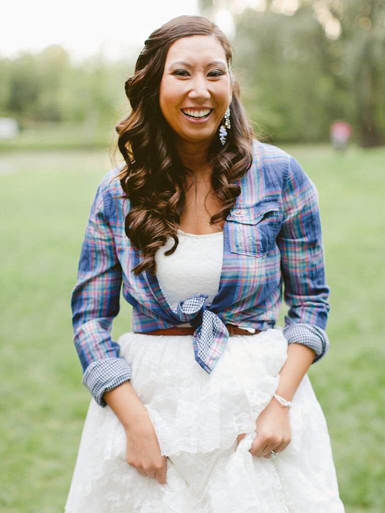 Country wedding hairstyle with tight curls