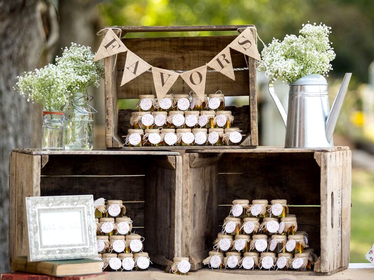 Wedding diys dos and donts of diy wedding ideas do it yourself wedding favors solutioingenieria Choice Image