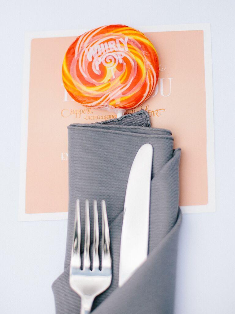 15 edible wedding favors your guests will love creative edible wedding favor idea solutioingenieria Choice Image