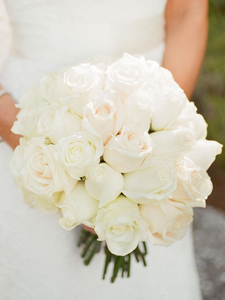 20 romantic white wedding bouquet ideas classic white wedding bouquet of roses izmirmasajfo