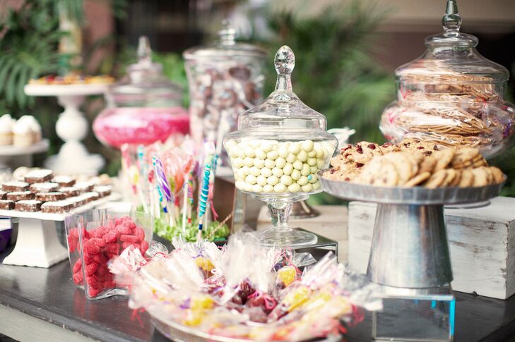 After dinner, Fernanda and Samuel treated guests to a special candy bar jam-packed with sweet treats. From cookies to classic Mexican candies, there was something for everyone. The pair displayed the sweets in a mix of vintage-inspired apothecary jars, galvanized cake plates and milk glass stands.