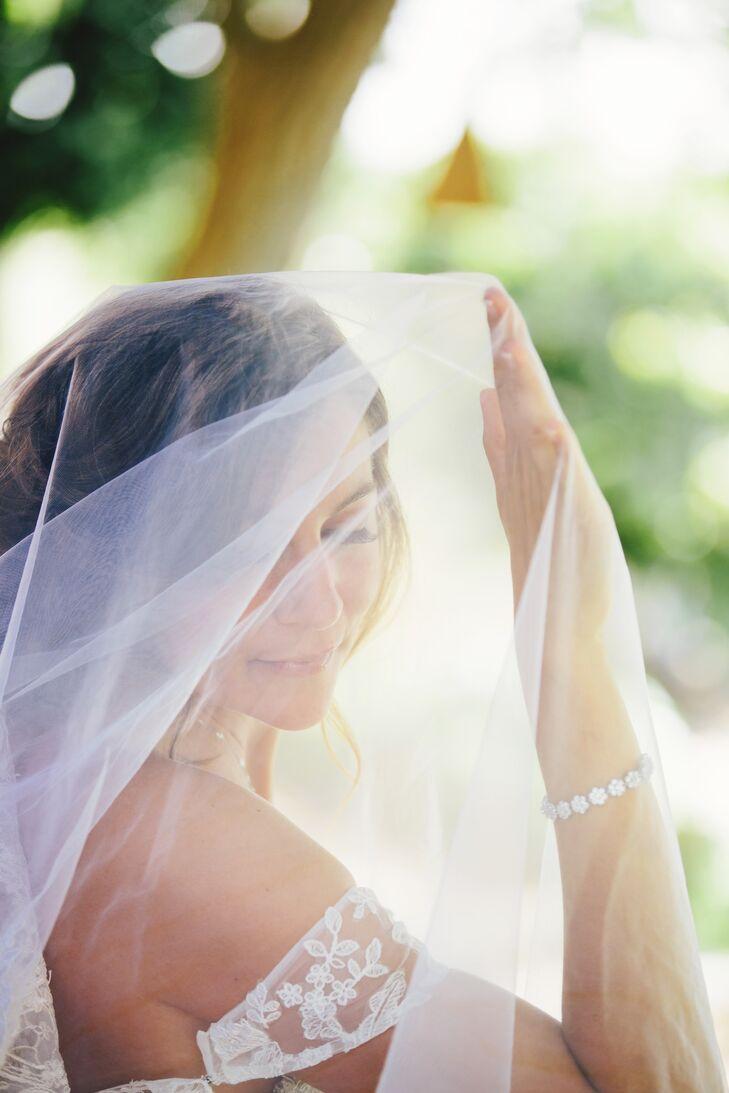 Anna Under Ivory Tulle Veil