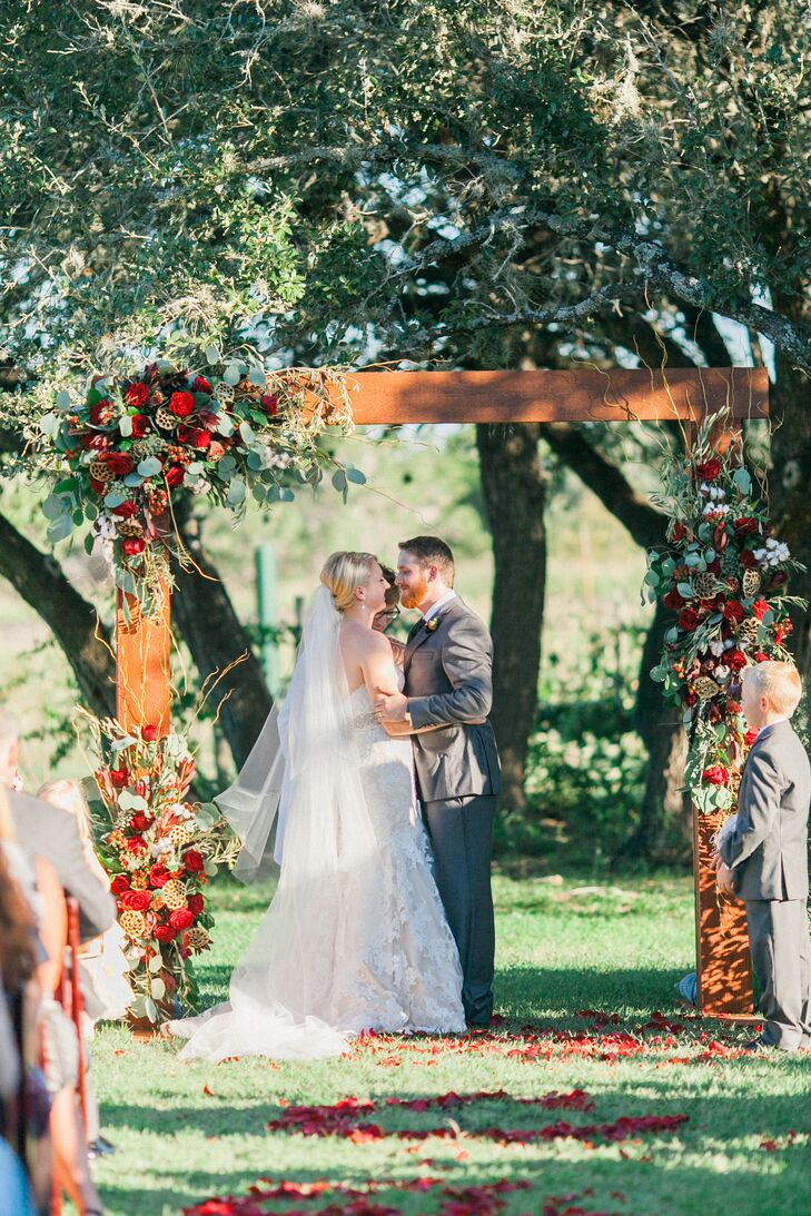 Oak Valley Vineyard Outdoor Ceremony First Kiss