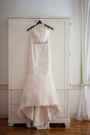 Alvin Valenta Lace Mermaid-Style Wedding Dress