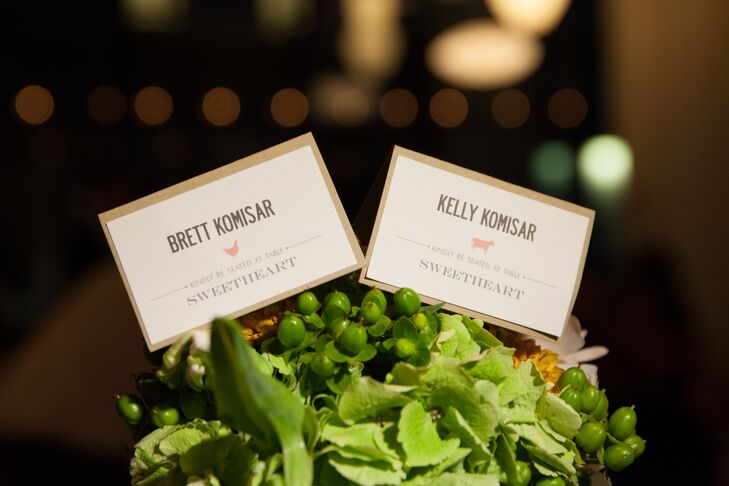 Simple brown and white escort cards included a symbol of either a cow, chicken or leaf to signify the guest's meal choice.