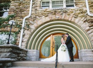 Sarah Mingle (30 and a manager at a health care insurance company) and Jason Lindshield (30 and a global property underwriting specialist) added a wil