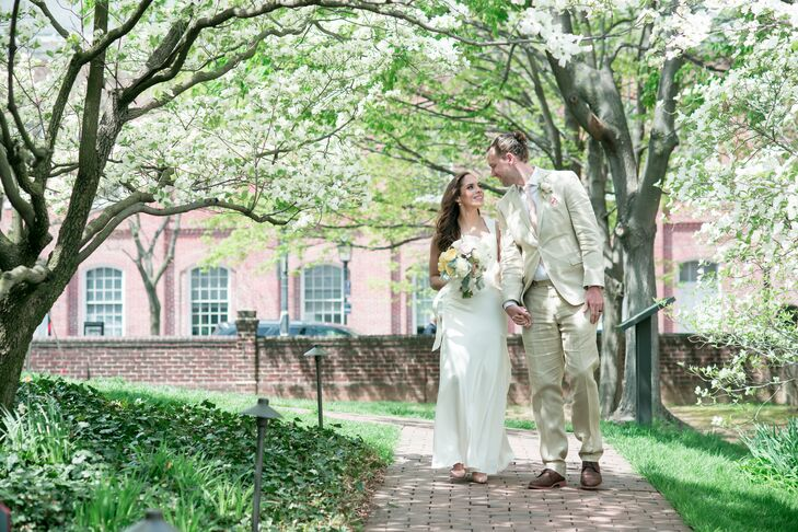 Angie Caro (35 and a HR director) and Chris Walker (32 and a global procurement manager) wanted their wedding to be light and romantic, which they fel