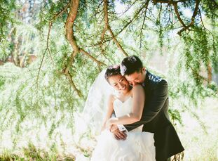 Jeni and Jason celebrated their nuptials in an intimate outdoor ceremony in Portland's Hoyt Arboretum. The couple incorporated traditional Japanese tr