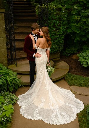 Essense of Australia D2988 Wedding Dress