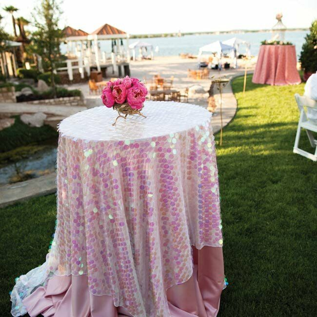 Shimmering tablecloths and hot-pink centerpieces gave the cocktail hour a lively, party-like atmosphere.