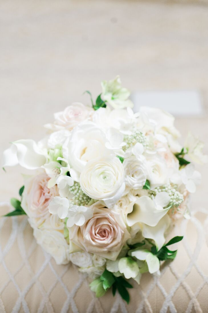 Jackie carried a bouquet made up of blush roses, ivory ranunculus and white calla lilies.