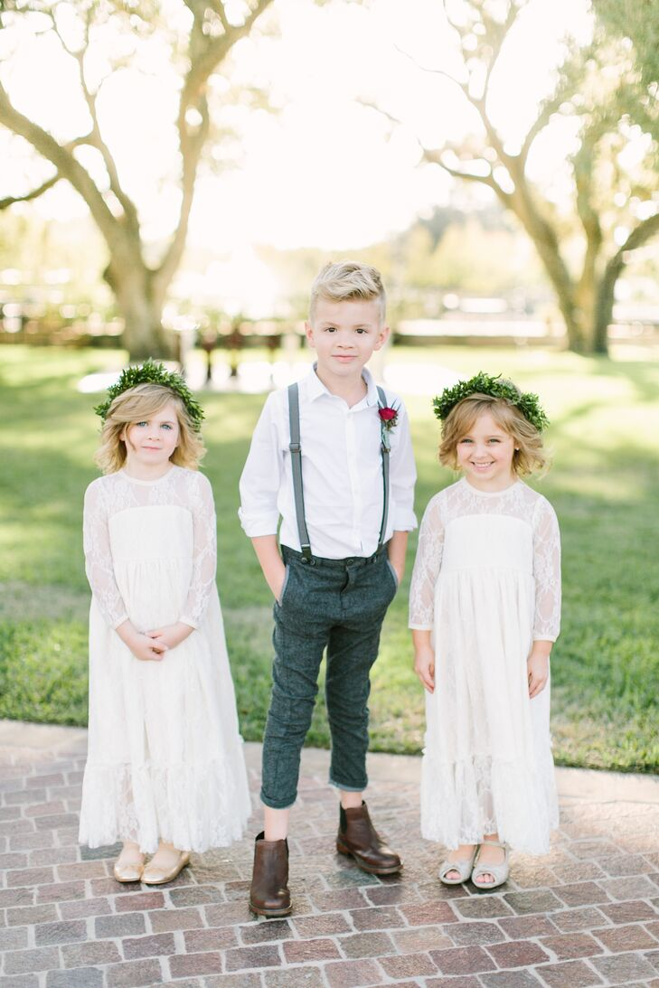 To reflect the boho vibe, the ring bearer wore tweed gray fitted pants with suspenders and a white button-down shirt.