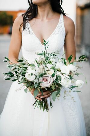Ivory Bouquet with Ranunculus and Garden Roses