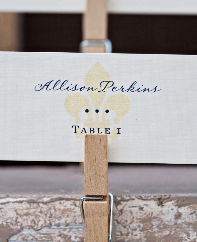 DIY clothespin wedding ideas: Alecia Lauren Photography / TheKnot.com
