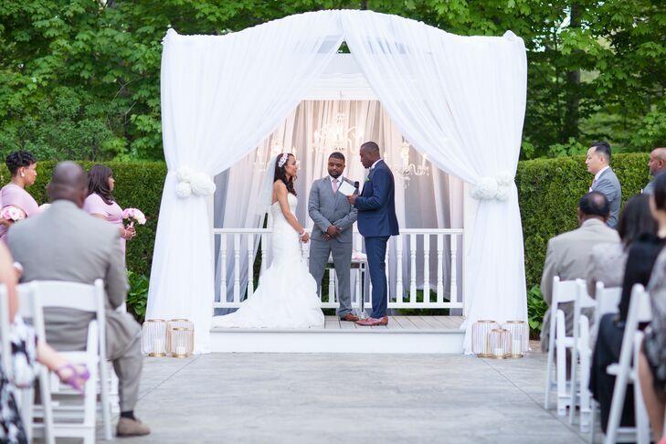 The ceremony took place in the Saphire Estate's intimate garden, where Diseanna and Luke exchanged vows under an opulently decorate gazebo, complete with air white fabric, bunches of lush hydrangeas and elegant crystal chandeliers. Gilded lanterns with ivory pillar candles framed the gazebo, adding an extra touch of romantic flair.