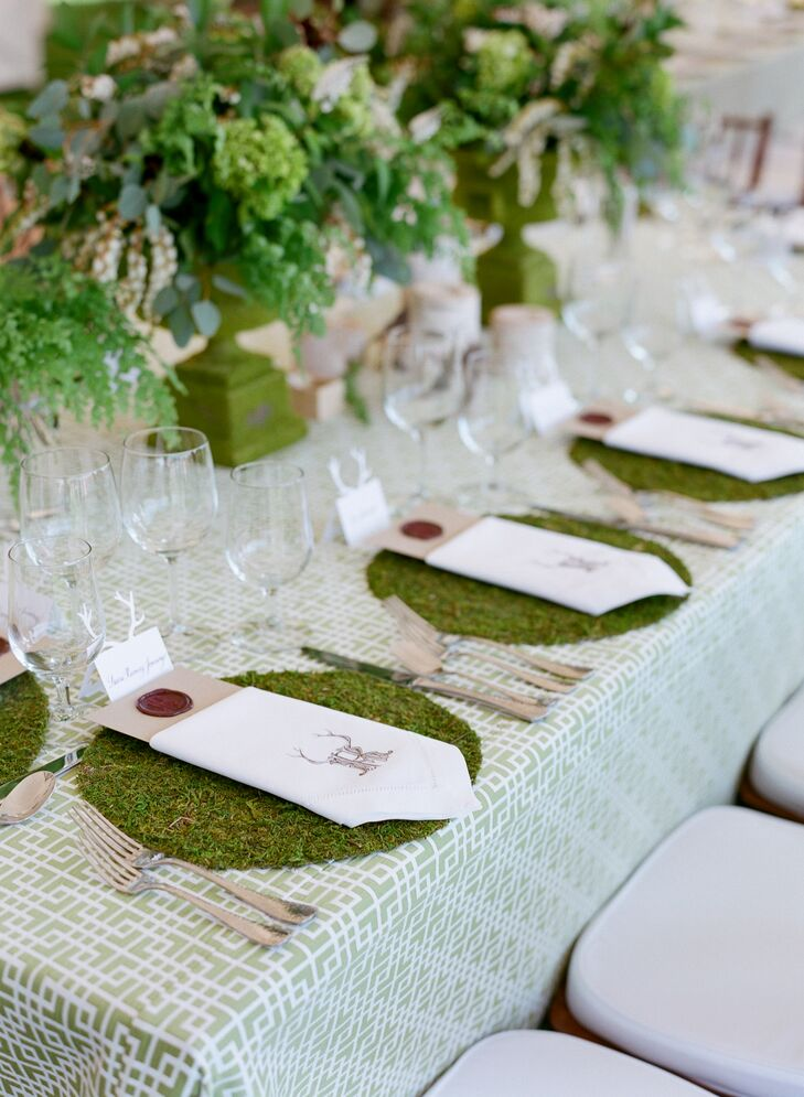 Live moss place mats and moss-covered planters balanced the rustic and elegant elements.