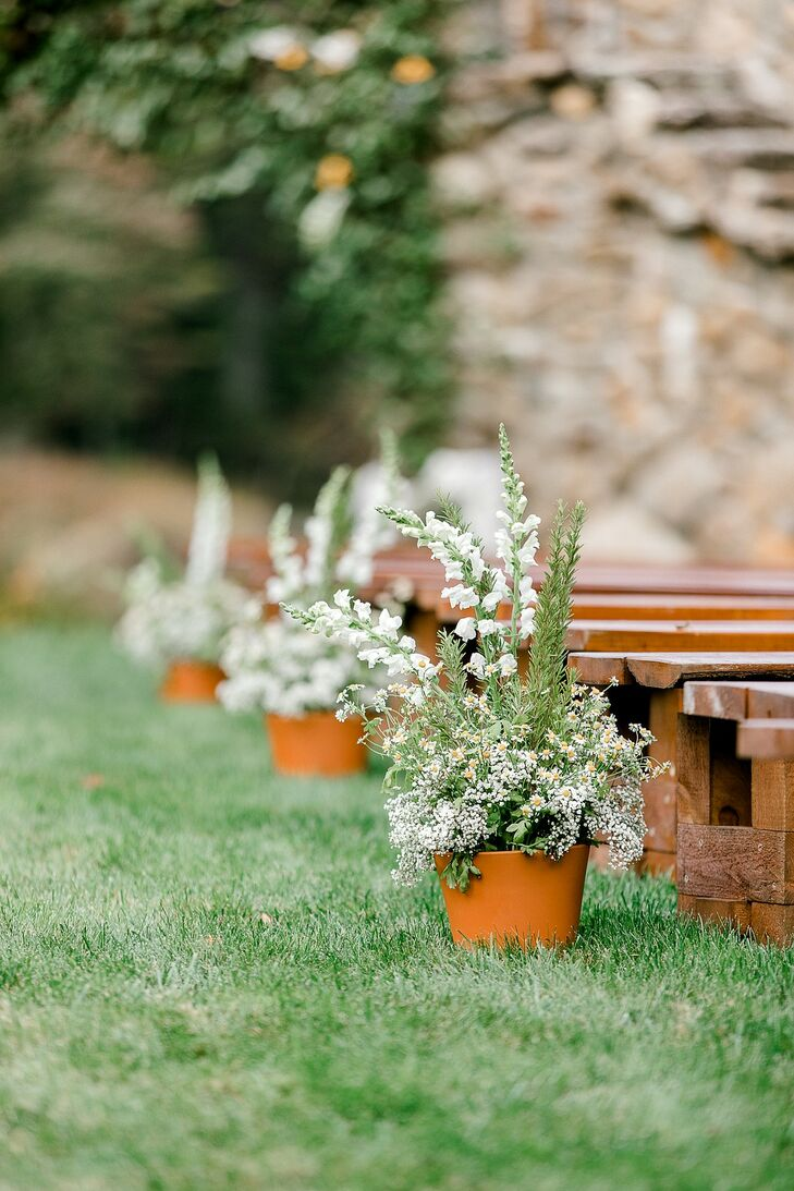 Whimsical Aisle Decorations with White Daises and Baby's Breath