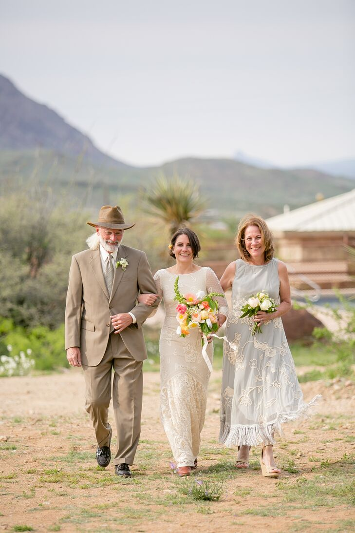 """Sparing no detail, Valerie and Taylor hauled in a piano to their ceremony spot. Valerie's parents walked her down the aisle to """"Wildflowers"""" by Tom Petty, performed by Bryan Mammel of Blue Healer—a fitting choice for this talented florist."""