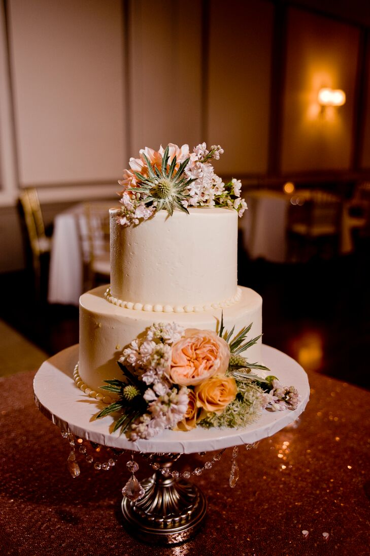 """The couple treated guests to a two-tier, buttercream wedding cake from their favorite bakery, Sweet Mandy B's. Later in the night, late night snacks–including mini grilled cheese sandwiches and sliders– were passed out prior to the start of the dance party. """"We needed them to help our guests refuel!"""" Lindsay says."""