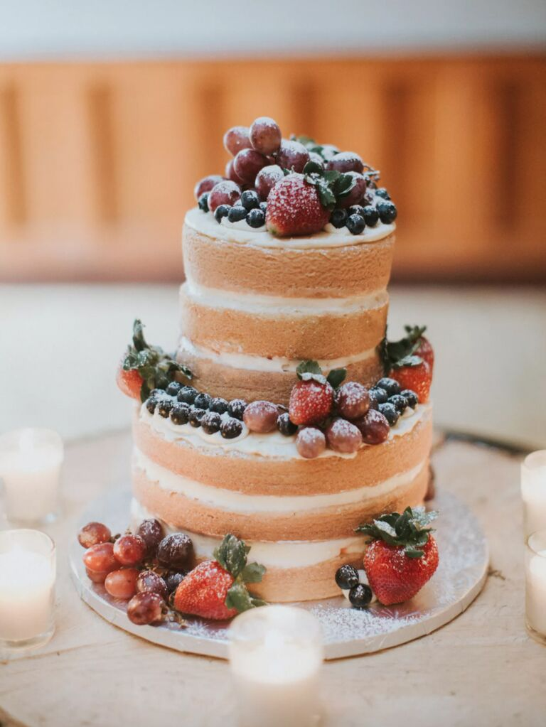 winter wedding ideas cake with berries and powdered sugars