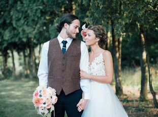"Kailie Sjoblom (27 and an acupuncturist in training) and David Sizemore (24 and a videographer) let their venue lead their wedding theme. ""We worked w"