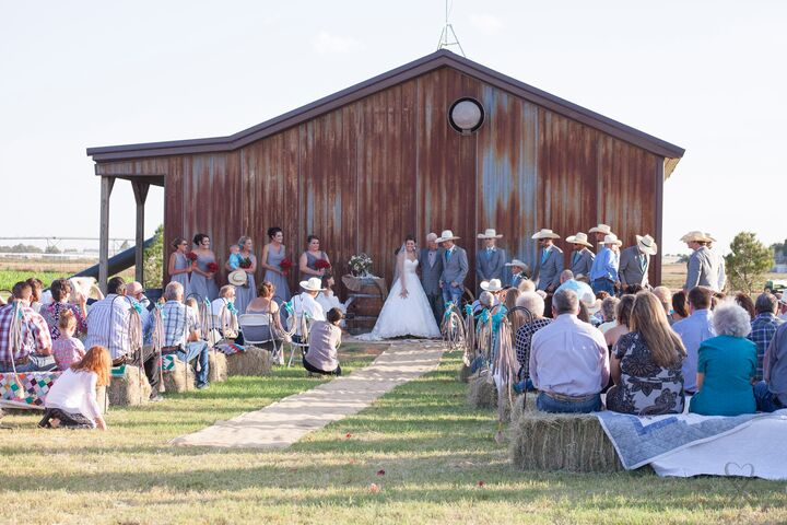 Flying hearts hitchin 39 post at fiddlesticks farms for Wedding venues lubbock tx