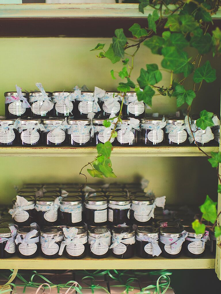 DIY homemade jam wedding favors