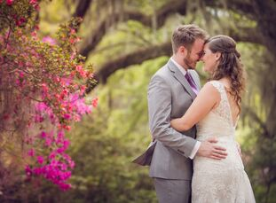 Inspired by the gorgeous, natural greenery of Charleston, South Carolina, Steph Nodine (30 and an attorney) and Brad Hornback (32 and works in managem
