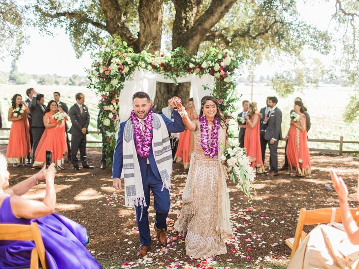 RoshniSingerman (who practices Hinduism) and Scott Singerman (who practices Judaism) merged their religions in a rustic interfaith wedding at Ru's Fa