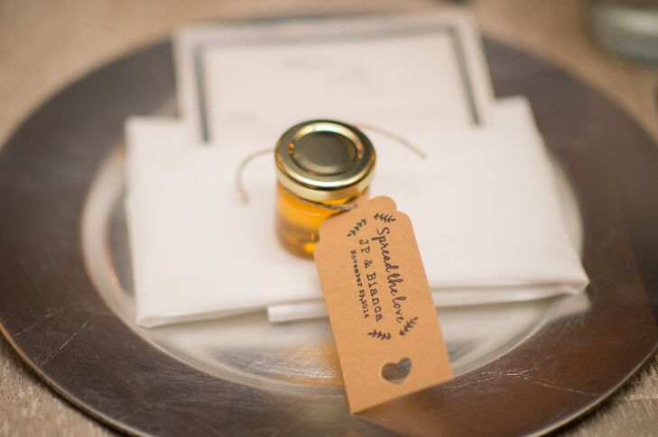 Simple Honey Jar Wedding Favors and Neutral Tag
