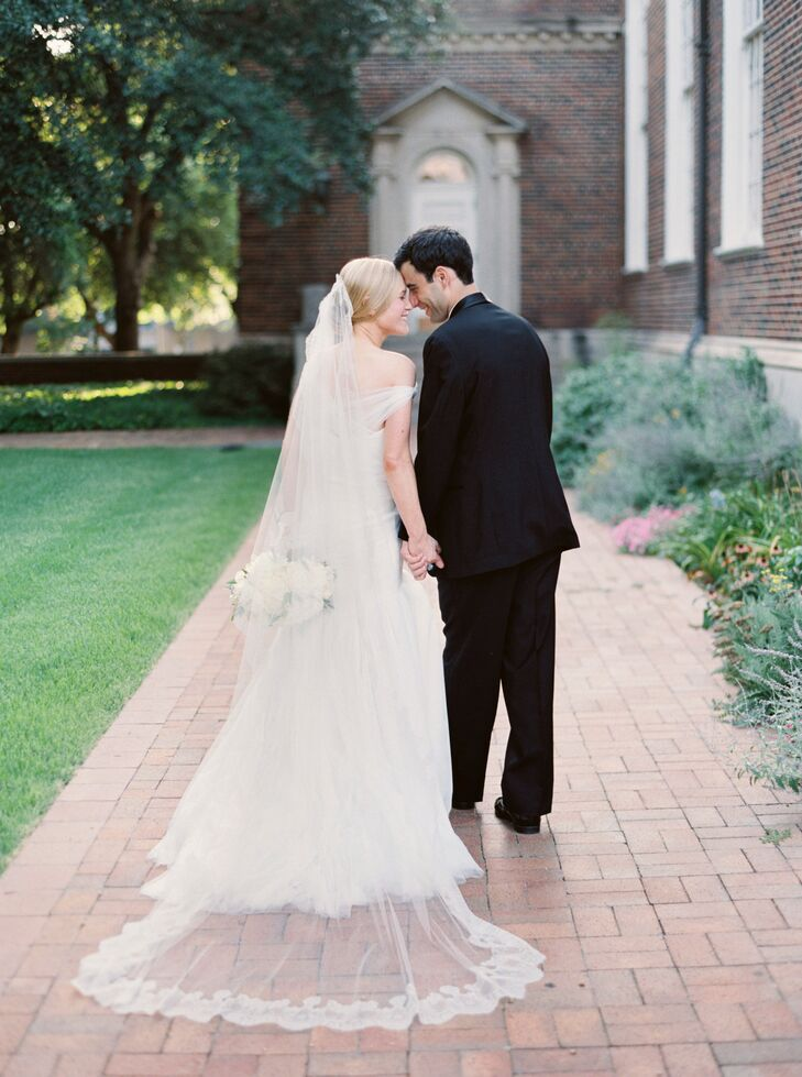 Aimee Hoyer (30 and a physician) and Nick Macpherson (28 and a physician) had a beautiful, classic wedding over Fourth of July weekend in Dallas. Sinc