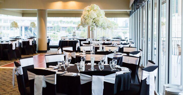 Black And White Round Table Reception Decor