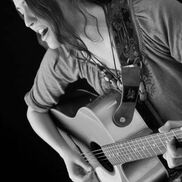 Minneapolis, MN Singer Guitarist | Steph Romine
