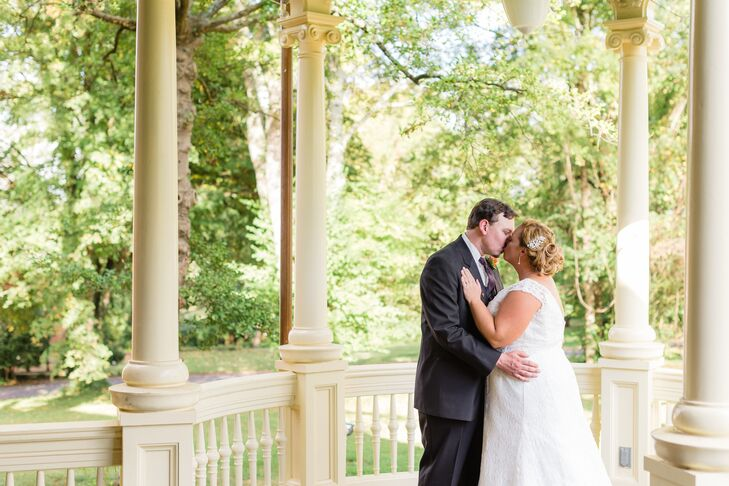 Bride And Groom At Historic Westwood In Knoxville Tennessee