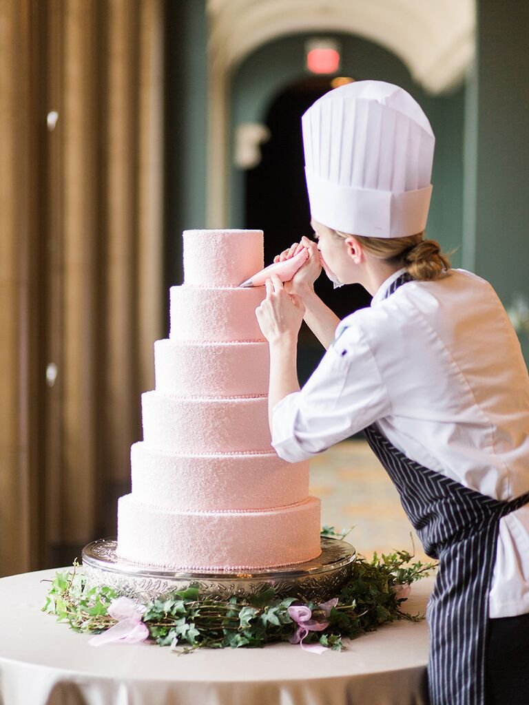 Tips for decorating your wedding cake table - wedding details not to miss
