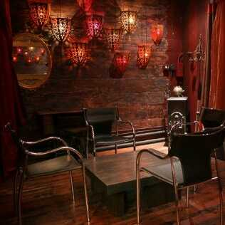 Nestled in the heart of Tribeca in New York City is the parlor and studio event venue Things To Look At. This one-of-a-kind space, in the bustling center of Lower Manhattan, is the ideal spot for cozy hangouts and private gatherings. It presents well for smaller groups and suits a wide range of occasions from media-focused events to more recreational or professional ones.    The Space This space presents well with a focus on whimsical eclecticism. It is furnished with vintage elements and...