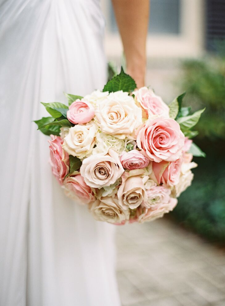 Caryn carried a blush and white bouquet of roses and hydrangea.