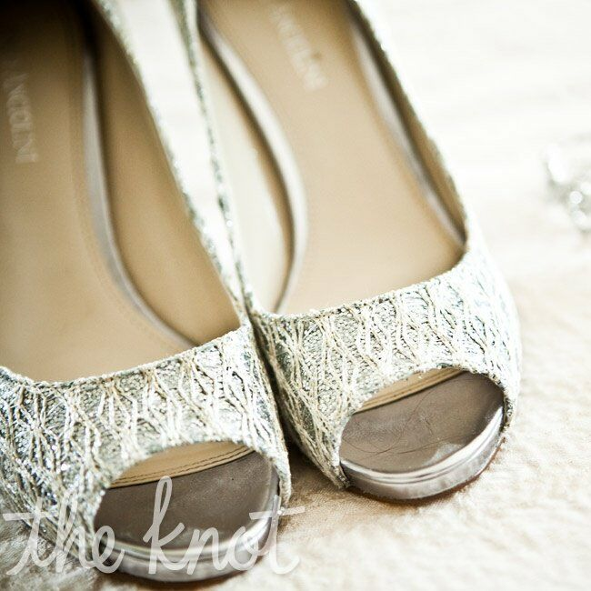 Erin's silver peep-toe heels added a glam touch.