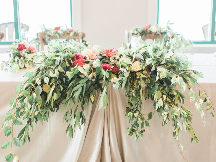 Katlyn worked with Holland-based florist Spring Sweet to design lush table arrangements that included eucalyptus leaves, peonies, anemones and hops.
