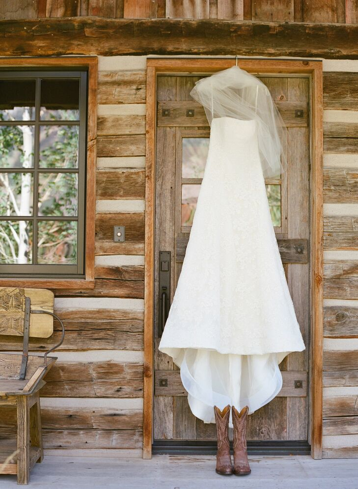 """Anna wanted a dress that felt appropriate for the outdoor affair, so se chose a lace A-line dress by Vera Wang. She also wore her sister's wedding veil as her """"something borrowed."""""""