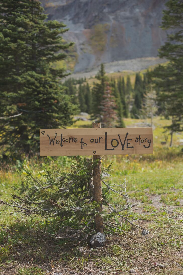 Bon A Rustic DIY Wood Wedding Sign Welcomed Guests To Amy And Erinu0027s Outdoor  Mountain Wedding Ceremony
