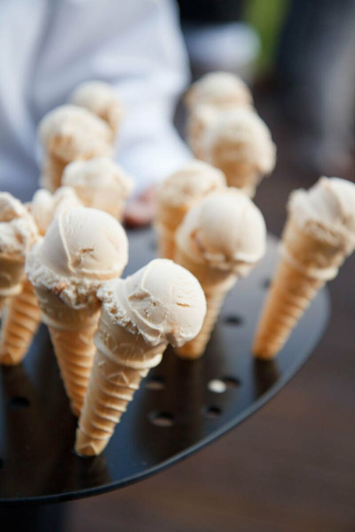 Amy Jo and Blake's dessert consisted of hand-passed vanilla ice cream cones.