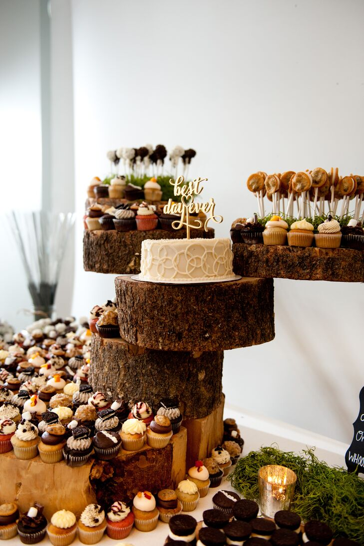 Tara and Danny enjoyed a one-tier white wedding cake for themselves and served cupcakes to guests.