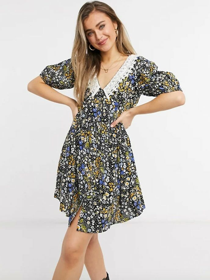 Floral cottagecore mini dress with white lace Peter Pan collar