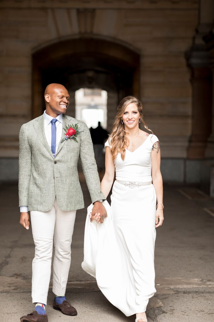 Marrying on Earth Day meant an organic palette of blue, brown and green for Alexandria (Alex) Kragie (27 and a medical student) and Olamide Sanuth (31