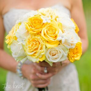 Yellow and Ivory Rose Bouquet