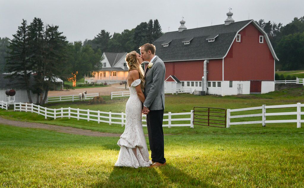Dellwood Barn Weddings - White Bear Lake, MN