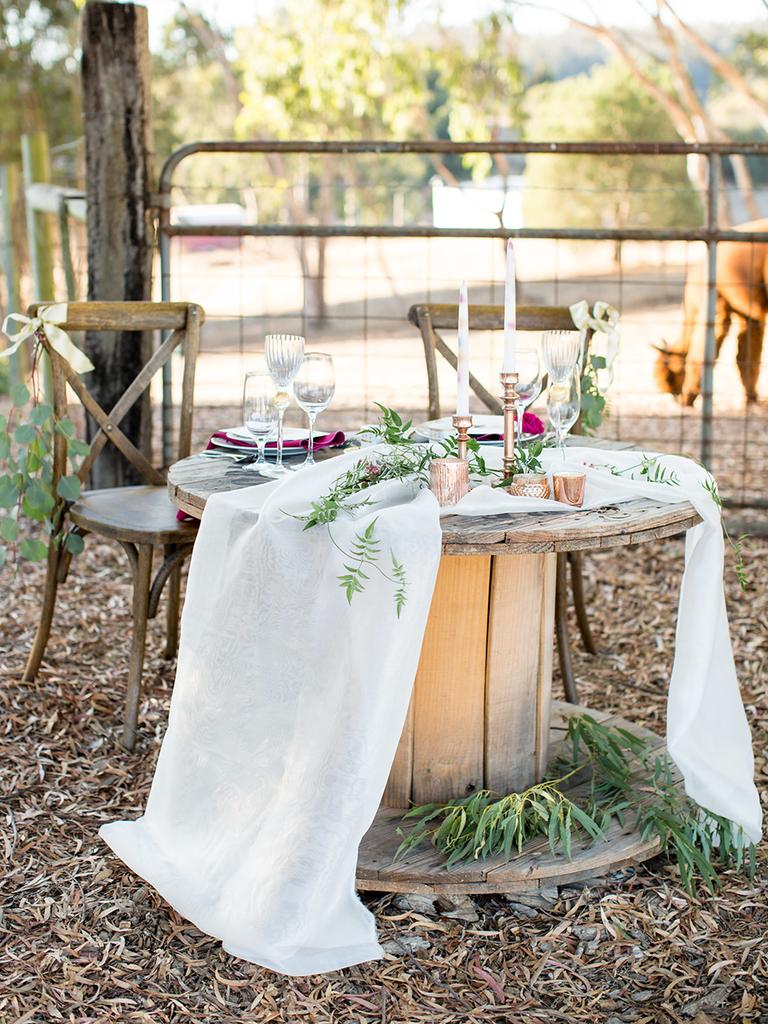 wedding sweetheart table rustic romantic vintage