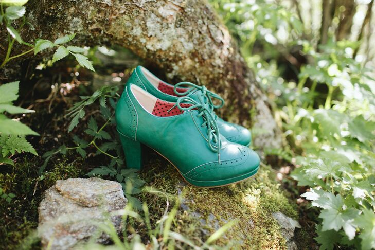 Green High-Heeled Oxford Shoes