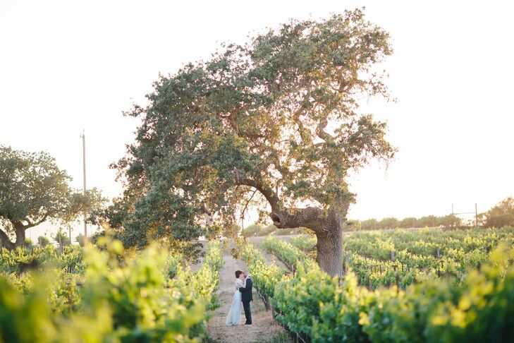 For their winery wedding, gourmands Rachel Kashon (36 and owner and creative director of custom paper goods store Lupa & Pepi) and Jason Kirkham (36 a